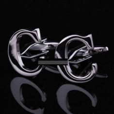Butoni argintii litera C metalici  + ambalaj cadou