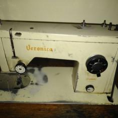 Vand masina de cusut Veronica tip masa