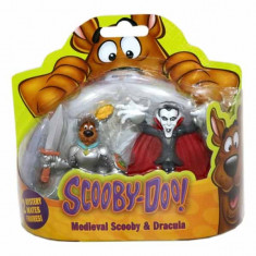 Jucarie Set 2 figurine Scooby Doo Medieval si Dracula