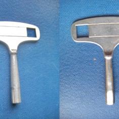 Cheie Pendul-ceas masa-semineu vechi din metal.Exterior 7mm, interior 5mm.