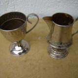 Frumoase 2 carafe, letiere argintate