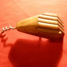 Tirbuson si desfacator capace- Mana sculptata in lemn, h= 12 cm
