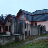2 Case / Casa cu teren in Covasant situata central - Casa de vanzare, 260 mp, Numar camere: 5, Suprafata teren: 1000