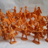 Lot 33 figurine soldati Atlantic luptatori Romani + cai, scara 1/32 anii 70-80