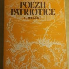 RWX 02 - CULEGERE DE POEZII PATRIOTICE - EDITATA IN 1976 - Carte Epoca de aur