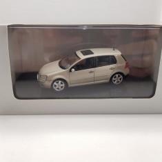 Macheta VW Golf V AutoArt 1/43 - Macheta auto Schuco