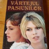 VICTORIA HOLT – VARTEJUL PASIUNILOR