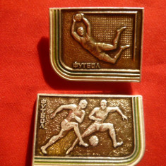 2 Insigne tematica Fotbal URSS, metal, L= 3, 3 cm - Insigna fotbal