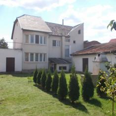 Vila P+I zona Lucian Blaga, an 1995, 2 case in curte, 10, 5 ari, garaj - Casa de vanzare, 200 mp, Numar camere: 4, Suprafata teren: 1050