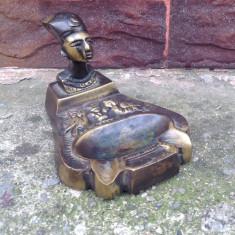 Scrumiera din bronz- regina egipteana Nefertiti !!!