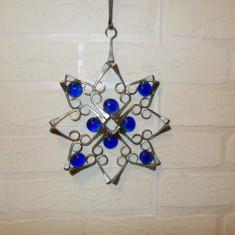 Inedita DECORATIUNE de PERETE lucrata MANUAL din 33 de caiele si butoni cristal - Arta din Metal