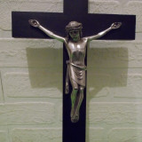Superb CRUCIFIX  metalic pe suport de lemn