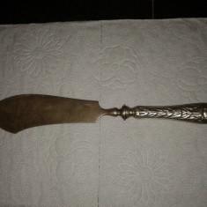 Cutit cu maner de argint, Tacamuri