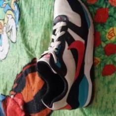 Vand Adidasi nike nr 37, stare buna foarte putin uzati - Adidasi dama Nike, Culoare: Multicolor