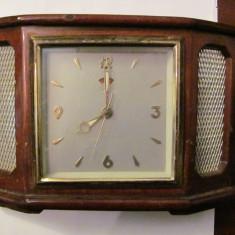 PVM - Ceas de masa mai vechi nefunctional fabricat China / pentru piese