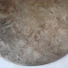 Suport pentru vase calde din alpacca gravat cu motive victoriene, Ornamentale