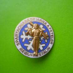 HOPCT RO INSIGNA SPARTACHIADA DE IARNA A FETELOR REGIUNEA STALIN/BRASOV -RARA[1]