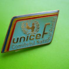 HOPCT RO INSIGNA UNICEF COMITETUL NATIONAL ROMAN -TRICOLOR  -RARA [ 1 ]