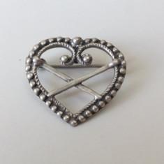 Brosa veche argint 830, in forma de inimioara.Sylvsmidja - Brosa argint