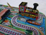 Locomotiva metalica Lucky Toys din perioada comunista - functioneaza perfect, Locomotive