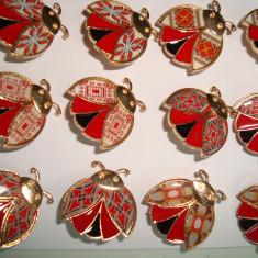 Brosa din aliaj auriu si portelan  MARTISOARE -motive populare romanesti mixte