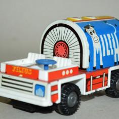 Masinuta veche RDG Filius Cisterna Lapte cu frictiune - Jucarie de colectie