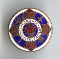 CULTUL EROILOR Societate veterani de razboi Insigna MILITARA  anii 1930 Carol 2