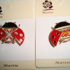 Brosa din aliaj auriu si portelan MARTISOARE -motive populare romanesti buburuz - Martisor speciale