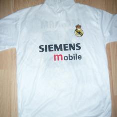 Tricou al Echipei Fotbal Real Madrid mas.XL nr.23 Jucator Beckham ,stema in tesa