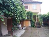 Zona Titulescu, 2 case in curte, 9 ari, garaj