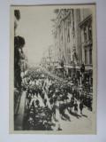 Raritate! Mini fotografie 64 x 43 mm cortegiul funerar regele Ferdinand 1927, Alb-Negru, Monarhie, Romania 1900 - 1950