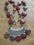 Colier jasp rmarmorat si jasp rosu cu pandantiv zamac argintat si antichizat