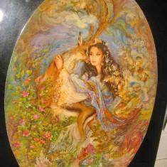 Aplica mare cu litografie in oval Tanara cu caprior si splendid motiv floral.