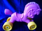 Calut romanesc. Jucarie veche romaneasca, cal cu roti tras de sfoara