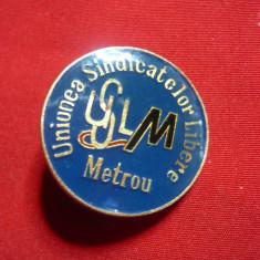 Insigna Uniunea Sindicatelor din Metrou- USLM , d= 2,5 cm ,metal si email