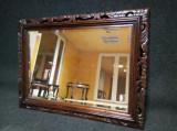 Eleganta oglinda in stilul Baroc cu o bogata sculptura manuala