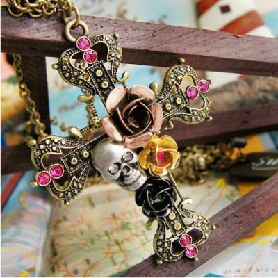 Pandantiv  gothic cruce cu trandafiri si craniu crucifix foto
