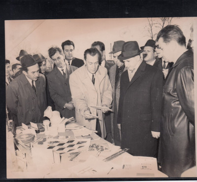 N. CEAUSESCU VIZITA EXPOZITIA MATERIALE CONSTRUCTIE DGCM  BUCURESTI  22,5/17 CM. foto
