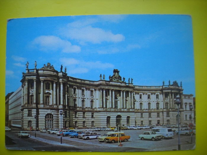 HOPCT  37958  GERMANIA BERLIN /PIATA BABEL KOMMODE IN 1982 -AUTOMOBIL-CIRCULATA foto mare