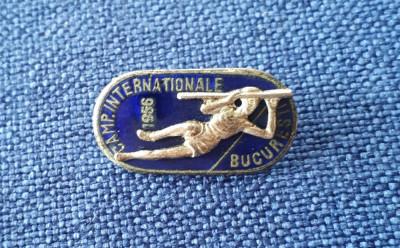 Insigna 1956 Campionatele Internationale Bucuresti - Atletism foto