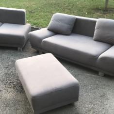 Canapea extensibila second hand cu fotoliu si taburet