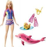 Papusa Barbie la plaja, cu delfin si accesorii