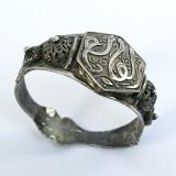 Veche brățară persana, argint filigranat