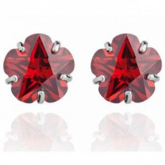 Cercei Borealy Sapphire Studs Flower Cut Red