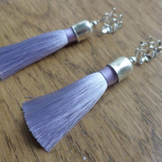 Cercei fluture/surub/cheita argintata- ciucuri  de matase culoare lavander