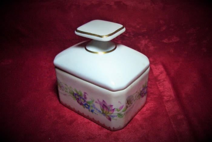 Cutie caseta portelan Limoges pictata manual, colectie, cadou, vintage