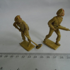 bnk jc  Cherilea - 2 soldatei de plastic