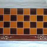 Set calatorie sah + table, din lemn, pirogravat, 26 x 26 cm