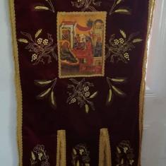 Steaguri bisericesti  brodate din catifea