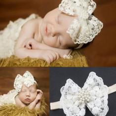 Bentita bebe din dantela alba cu perle, Universal